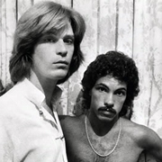 Daryl Hall & John Oates · She's gone 2