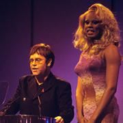 Elton John e RuPaul - Don't go breaking my heart 02